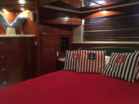 dormitorio de alquiler de barco carver de 54 pies en panamá