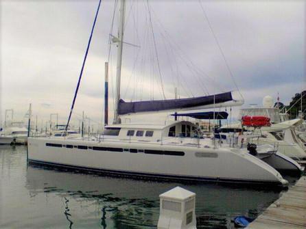 Vista lateral del alquiler de catamarán fountaine pajot de 57 pies en panamá