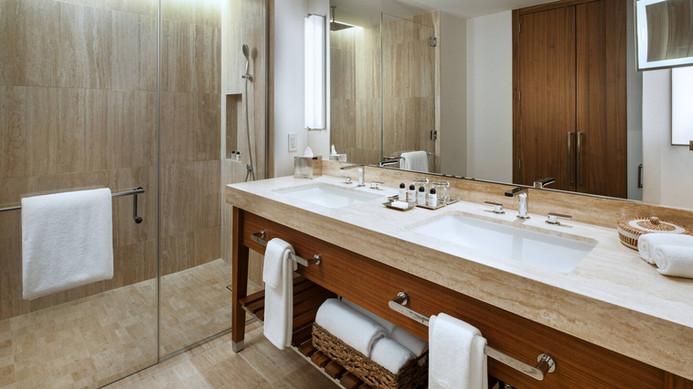 ptylc-deluxe-bathroom-7349-hor-wide.jpg