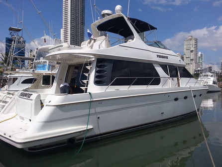 side view of 54ft carver boat rental in panama