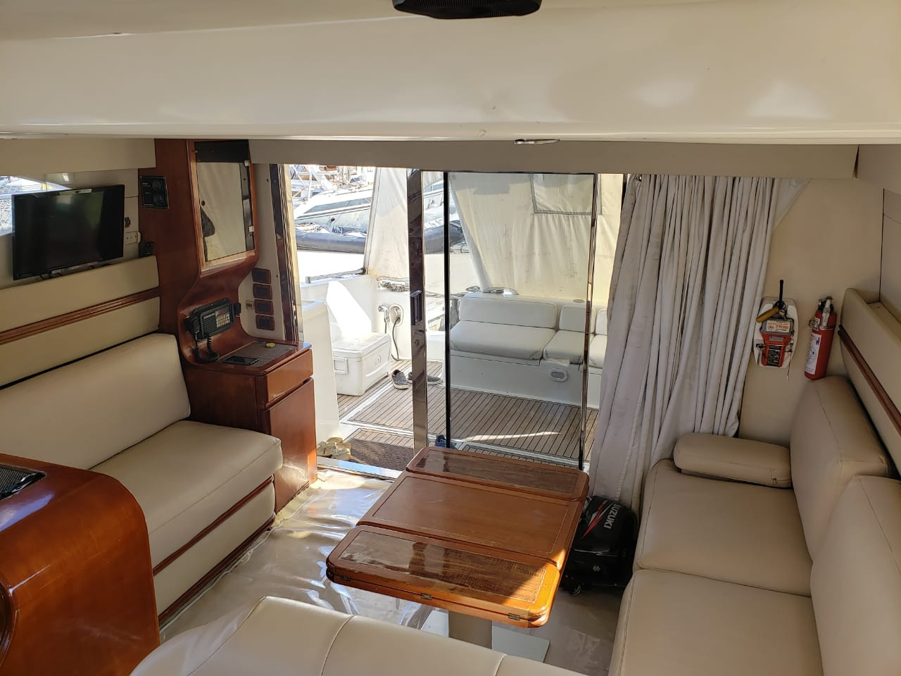Azimut interior for charter in panama