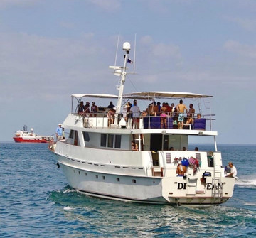 stern view of 78ft rowley marine yacht charter in panama