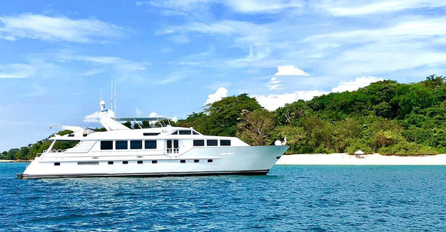 105ft broward yacht for charter in pearl islands panama