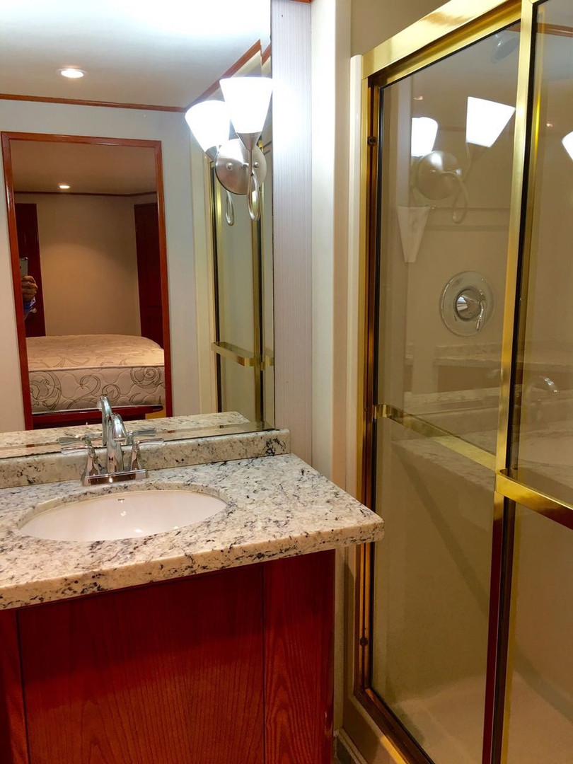 bathroom of 105ft broward yacht for charter in panama