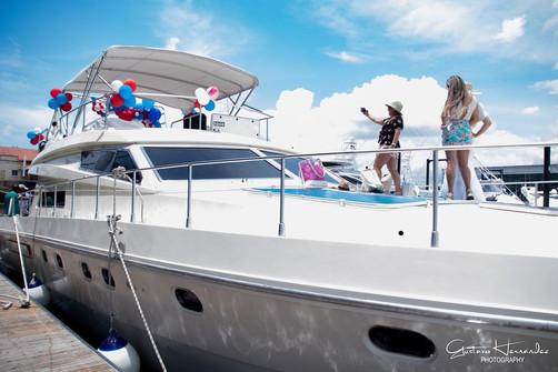 65ft ferreti boat rental in panama