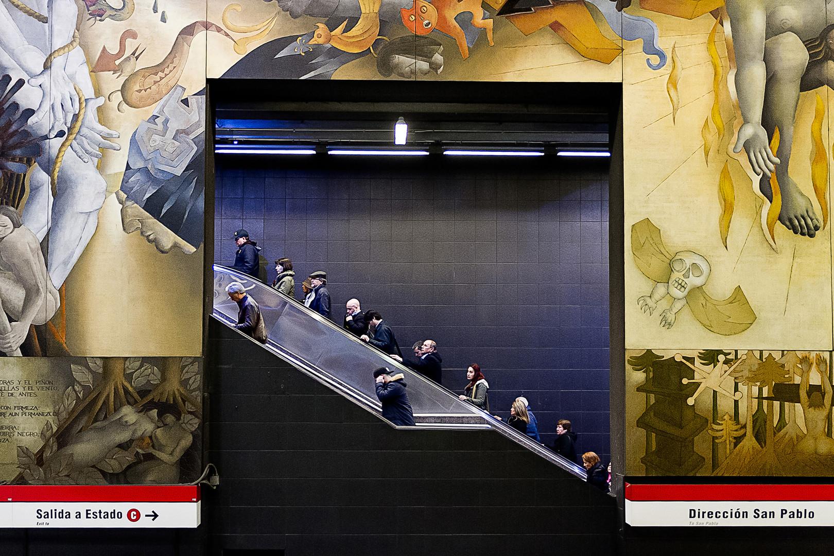 Escaleras del metro Universidad de Chile