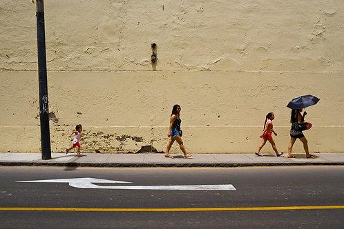 La prisa en la calle Jirón Lampa