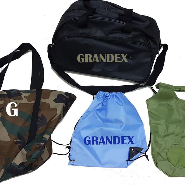 Shoppers e bag personalizzabili nei colori e nei materiali.