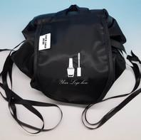 Lazy Travel Bag, con base tonda e chiusura a sacco. personalizzabile con logo ricamato ed etichetta stampata.