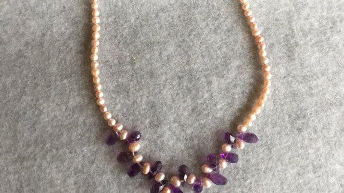 Beaded necklace,with pearls and amethyst