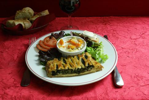 Feuilleté jambon-épinard accompagnement légumes