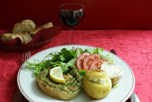 Quiche saumon-épinard accompagnement pomme de terre roquefort