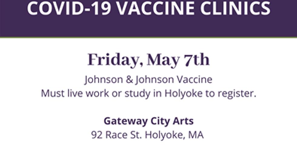 Vaccination Clinic at Gateway City Arts - Clínica de Vacunación en gateway City Arts