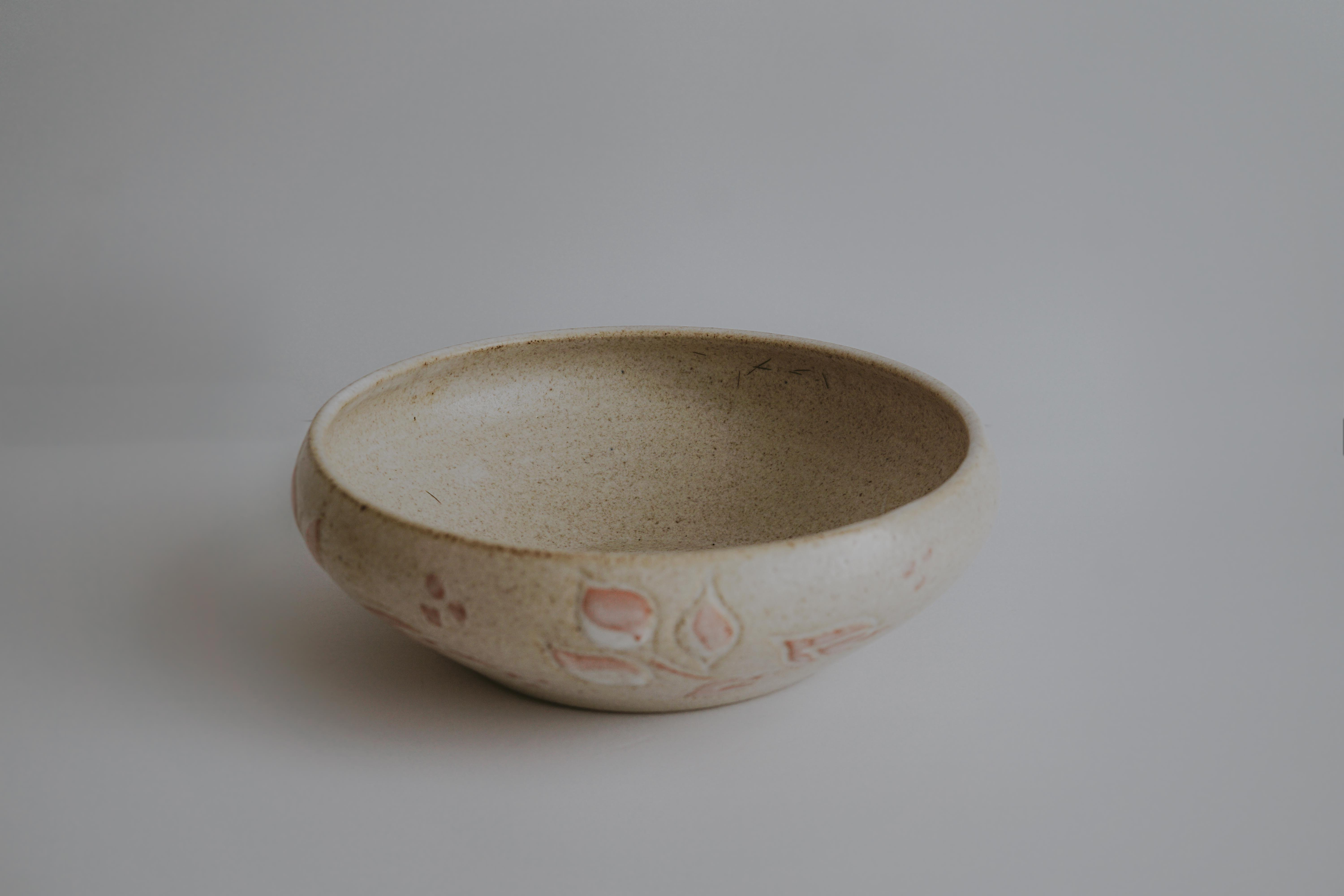 VINTAGE POTTERY DISH WITH FLOWER MOTIF