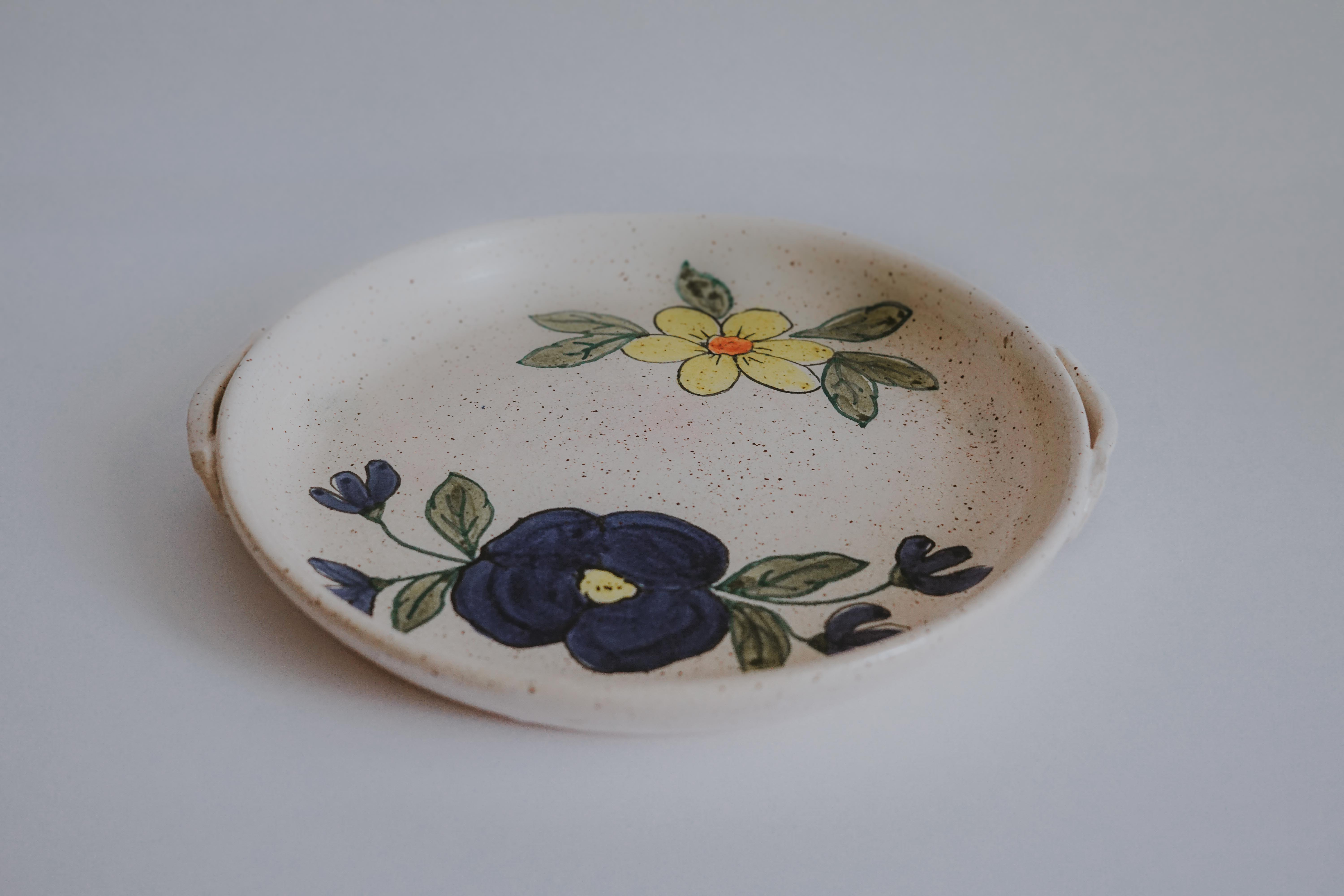 VINTAGE HANDMADE POTTERY SERVING DISH WITH FLOWER MOTIF