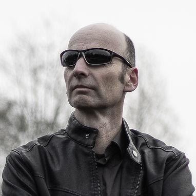 Volker Milch - artist profile picture 1000 x 1000.jpg