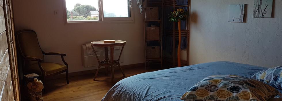 chambre bleue 1 lit double.jpg