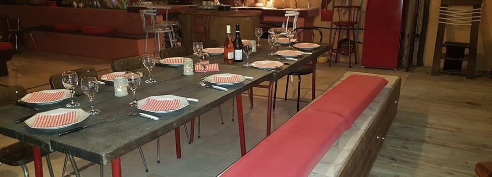 terrasse couverte table 14 personnes.jpg