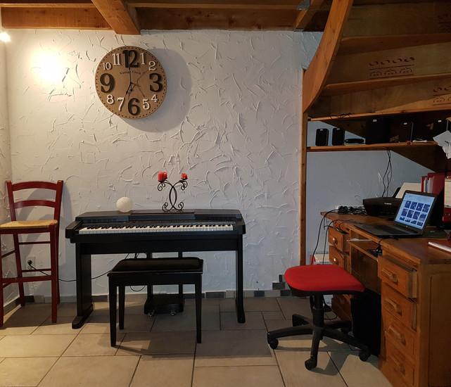 bureau et piano.jpg