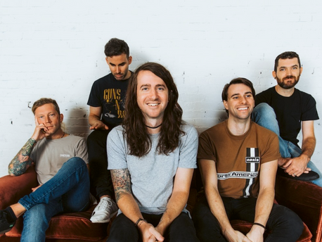 "MAYDAY PARADE - Chronik de ""Out of here"""