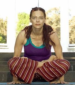 LOU Sturm Tolasana_Ashtanga Vinyasa Yoga