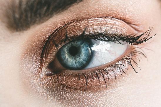person-blue-eyes-photography-890550.jpg