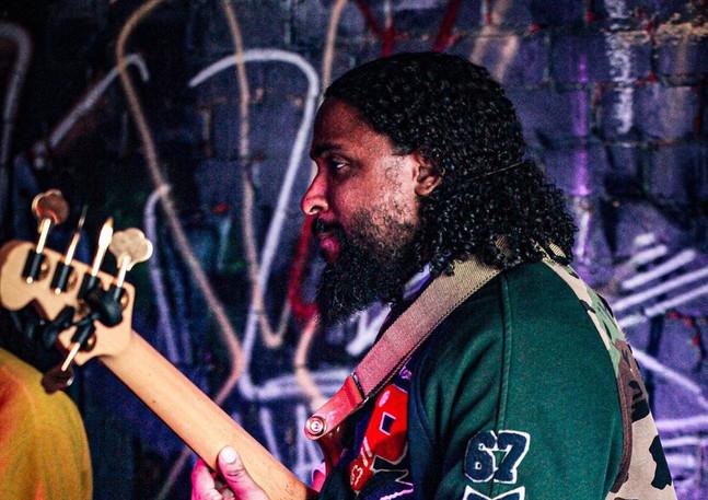 J Bass setting the groove. @jonjbass