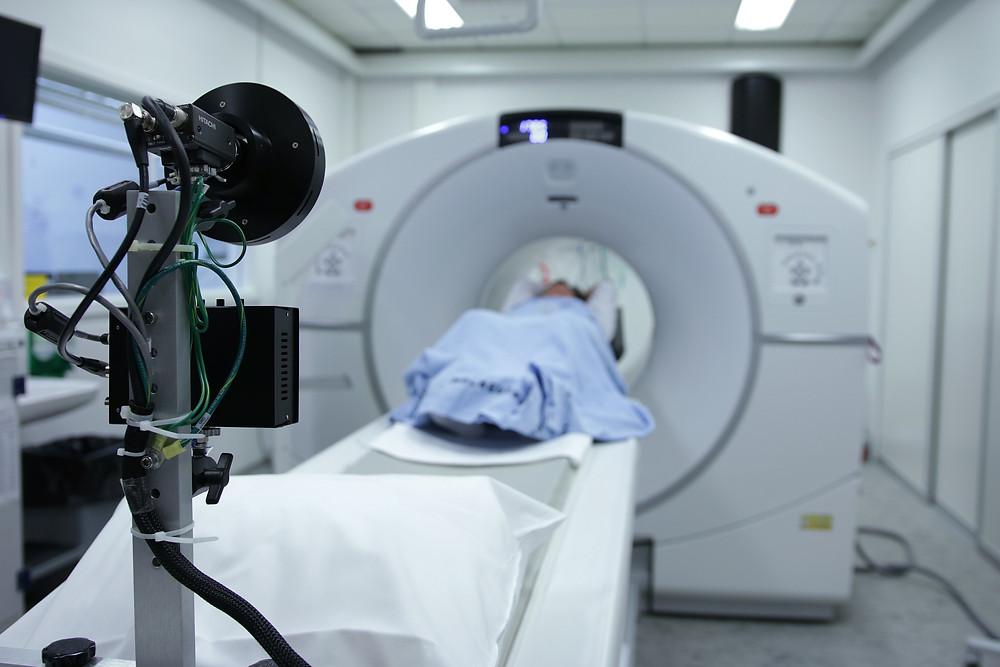 Joanna Komor Autoryzowany Przedstawiciel EFL Kraków doradza jak najdogodniej finansować zakup ultrasonografów USG, aparatów Rentgena RTG, rezonansów, tomografów komputerowych, zestawów do brachyterapii, echokardiografów, czy ambulansów medycznych