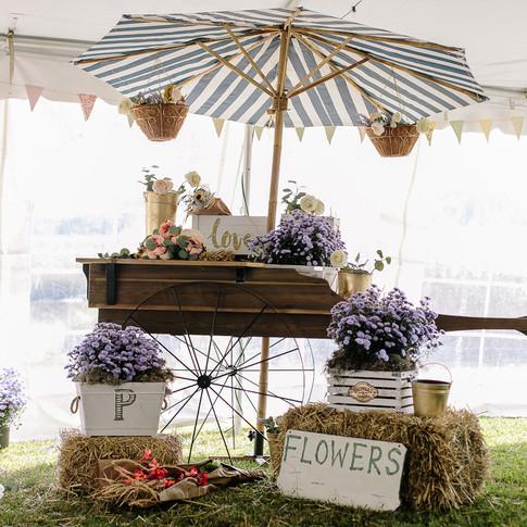 Beautiful wagon cart to enhance any theme.
