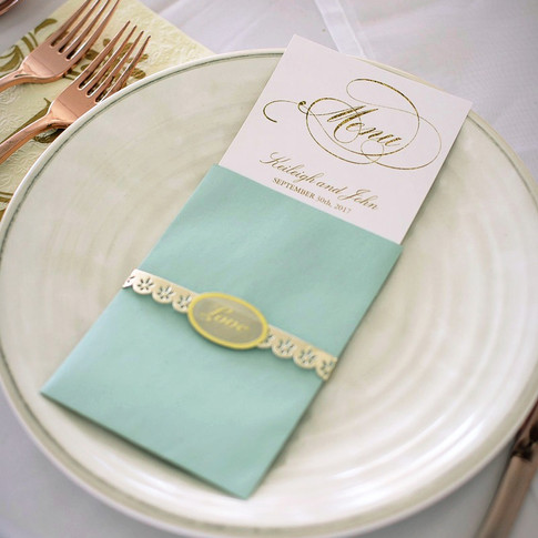 menu cards wrapped in lopve