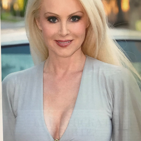donna hollywood connection rouge.jpg