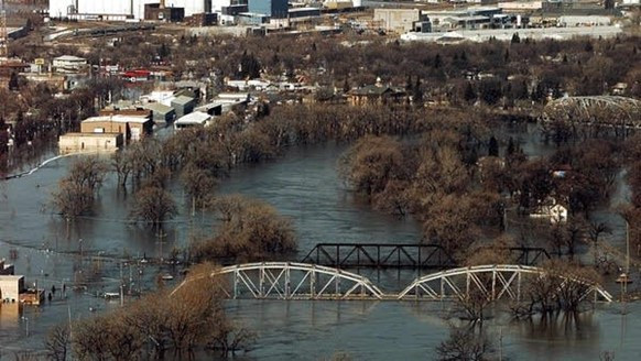 Example: Grand Forks, ND: Buyouts and Levee Recreation