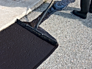 Asphalt-Sealing-vs.-Sand-Slurry-Sealcoat