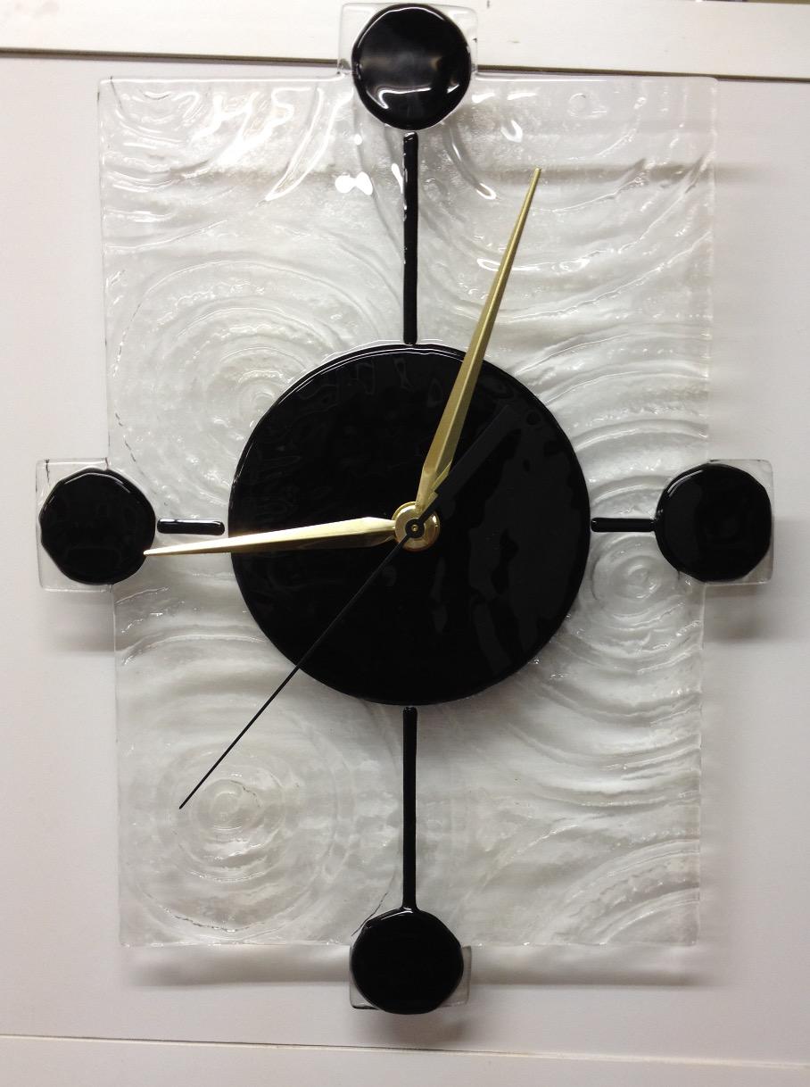 Clock black circles