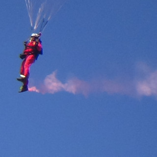 A Parchutist from the Red Devils mid flight