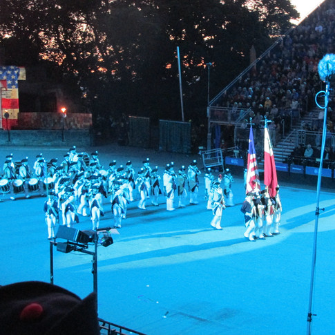 The Middlesex County Volunteers Fifes and Drums marching out into the arena, led by the 18th centurary Amercian Flag with only 13 stars