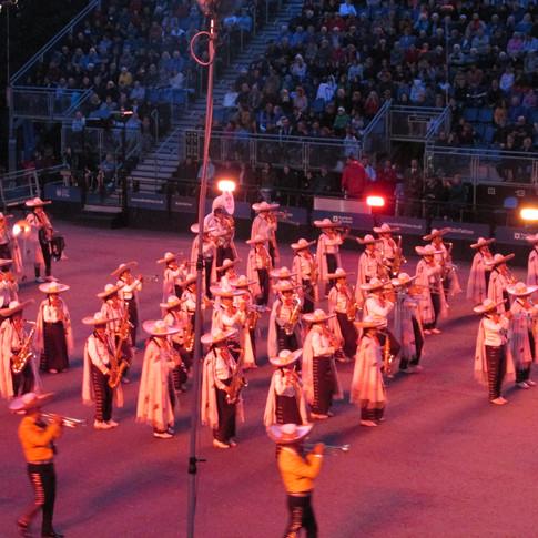 Banda Monumental De Mexico performing 'Despcaito'