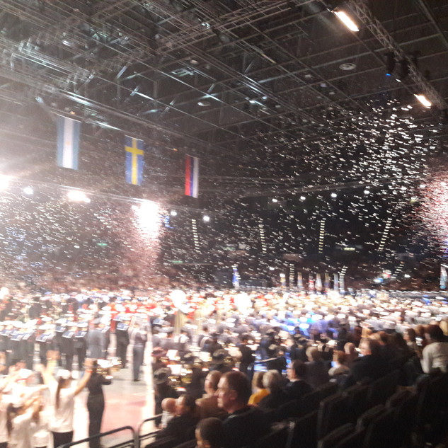 The Grand Finale, with a cast of over 1000 under confetti!