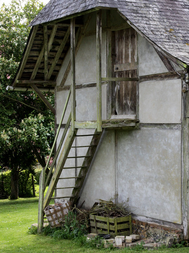 Roug Escalier maison Rougemare 01.jpg