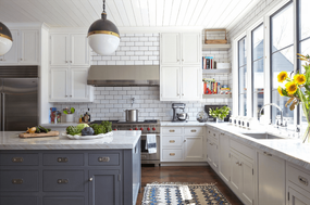 Designers Say White Kitchens and Slab Tile Are Hot in Kitchens