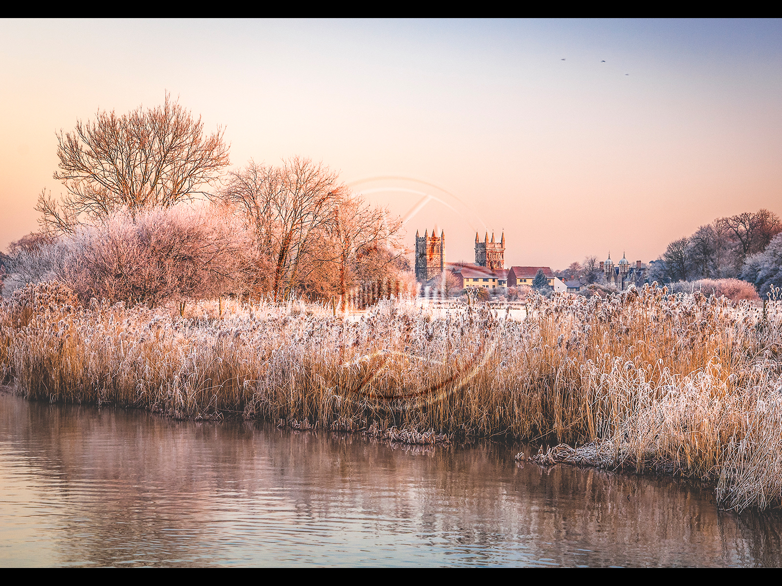 Minster_and_Stour_in_Winter by Roger_Hol