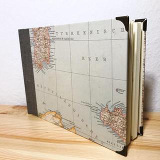 Fotoalbum mit alter Karte