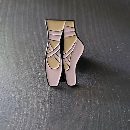 Pointe shoe enamel pin