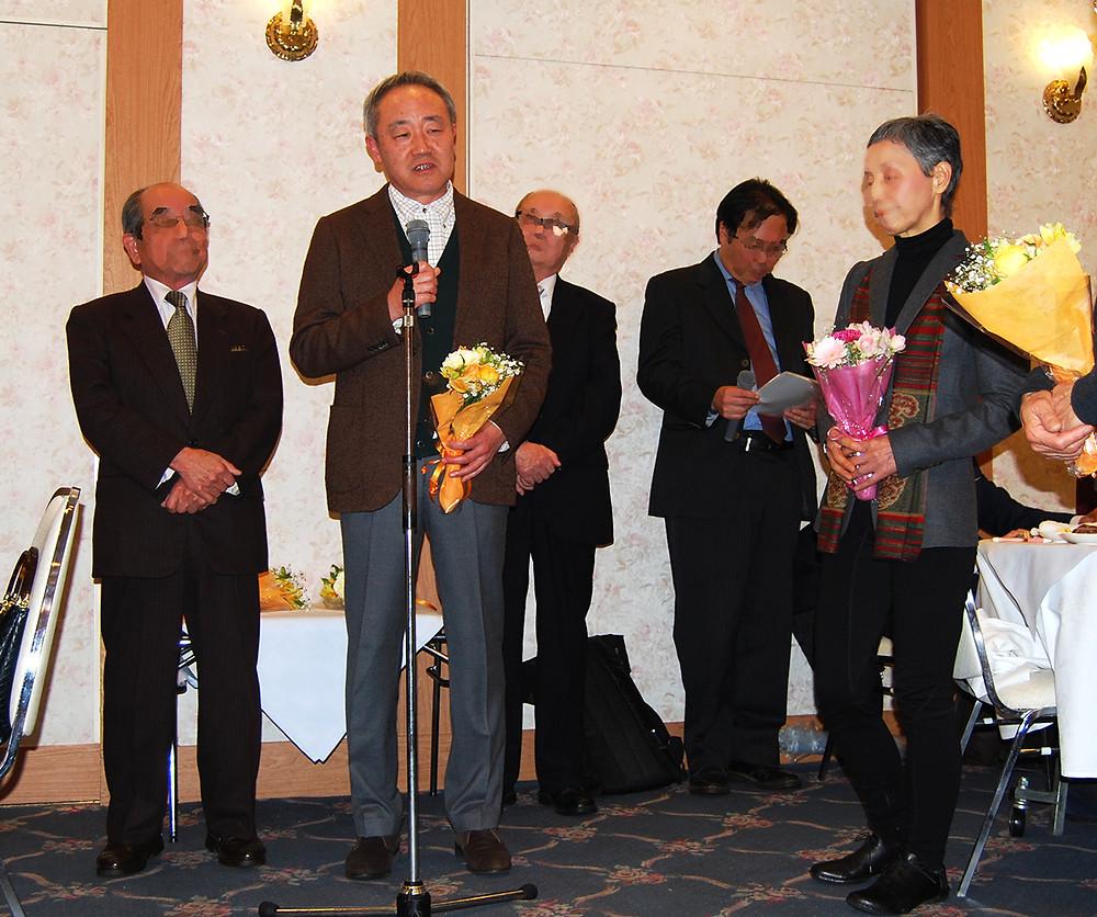 4月開催の展覧会で審査員を務めることになり花束をいただきました。