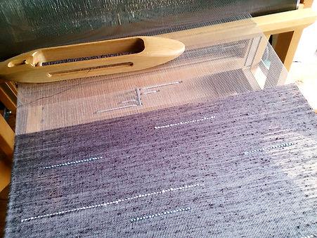 織機のセピアスカーフ