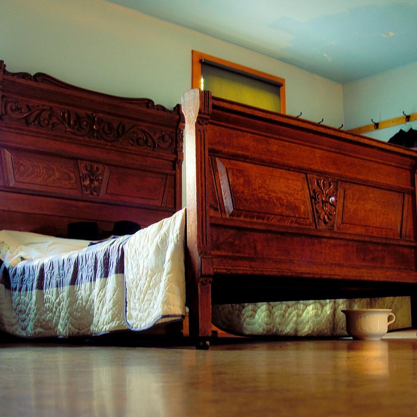 020blog videoAmish Bedroom