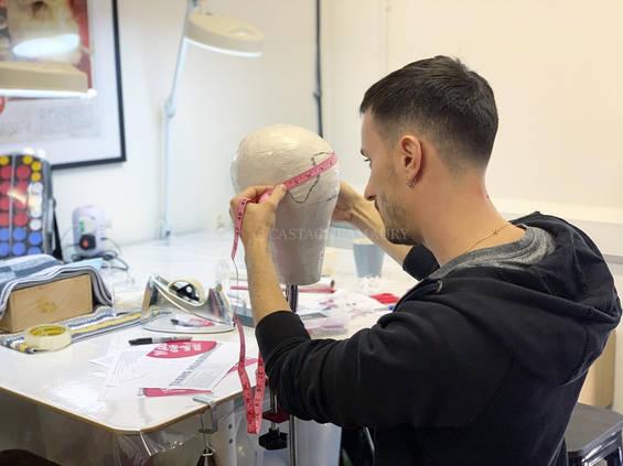 wig-block-measures-head-london-school-wi