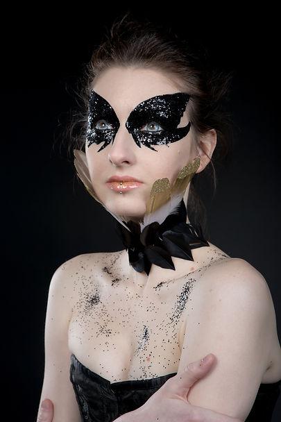 make-up-editorial-black-glitter-castagne