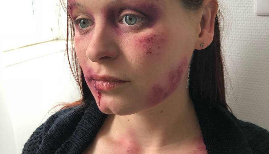 make-up-bruises-woman-special-effects-mo