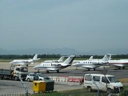 13052007-AEROPORT GIRONA-JETS-1.JPG